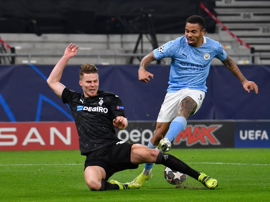 Raheem Sterling ställs mot tyskt motstånd under tisdagens Champions League.